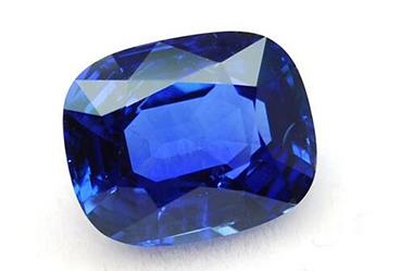 蓝宝石最大的特点是颜色不均,可见平行六方柱面排列的,深浅不同的平